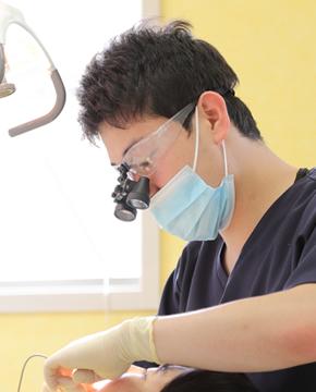歯科医師 山崎亮